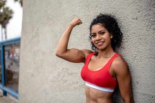 Latina Arm Flex