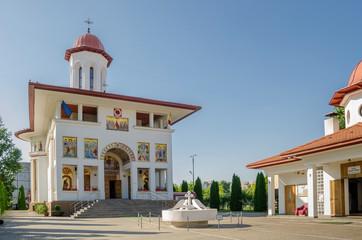 Timișoara Dacia-Kirche Front und Seitenkapelle