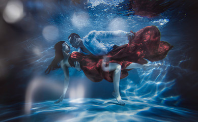 Couple dreamlike situation underwater Wall mural