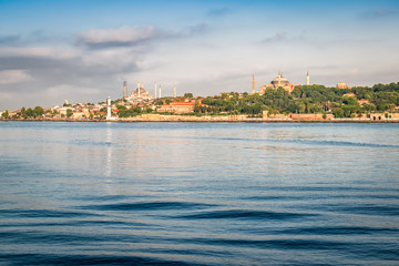 Fotomurales - Skyline of old city with mosque and Bosphorus in Istanbul,Turkey.