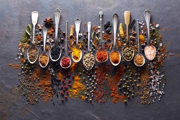 Fotobehang Kruiden Spices in closeup on graphite board
