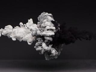 絵の具 白と黒の衝突