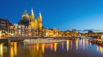 Wall Mural - Amsterdam canal and skyline at night with Saint Nicholas Church time lapse in Amsterdam city, Netherlands