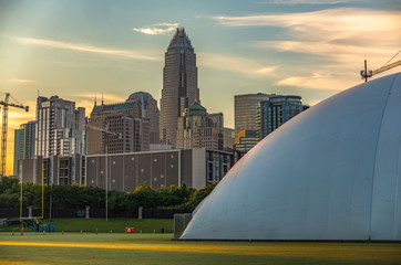 Fotomurales - early morning sunrise over charlotte north carolina and new carolina panthers training facility dome