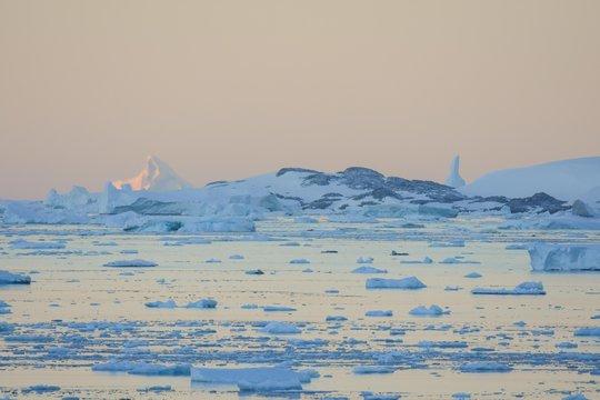Levé de soleil Antarctique