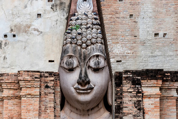 Fotobehang Historisch mon. Close up of Buddha statue in Sukhothai Historical Park