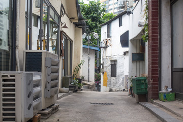 Spoed Foto op Canvas Smal steegje Old narrow alley Korea. streets and narrow alleyways of Korea.