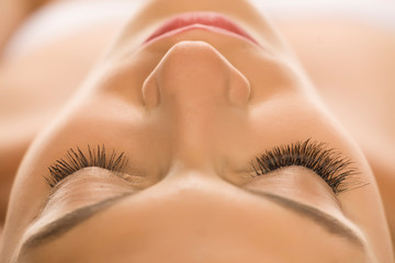 comaparison of natural and extended eyelashes