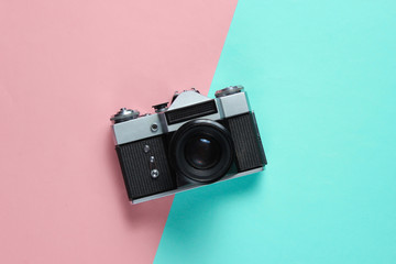 Vintage retro style film camera on pink blue pastel background. Top view Fototapete