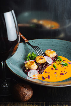 Delicious risotto with scallops and beet