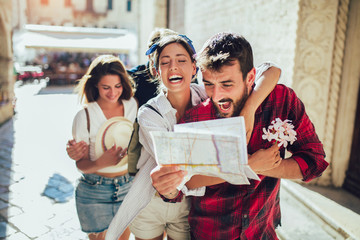 Happy group of tourists traveling and sightseeing together Fotomurales