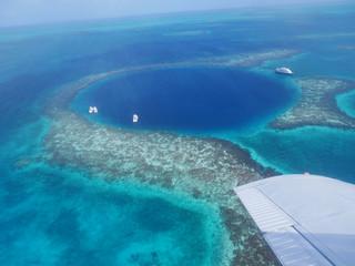 Belize Great Blue Hole Lighthouse Reef Atoll Doline Karibik Riff Karibisches Meer Mittelamerika Großes Blaues  Loch  Tauchen Rundflug  Tauchgebiet Top10 Korallenriff Korallen Weltnaturerbe Attraktion