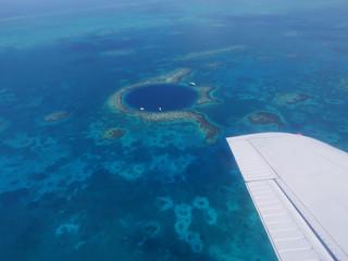 Belize Great Blue Hole Lighthouse Reef Atoll Doline Karibik Riff Karibisches Meer Mittelamerika Zentralamerika Tauchen Rundflug Flug Tauchgebiet Top 10 Korallenriff Korallen Weltnaturerbe Attraktion