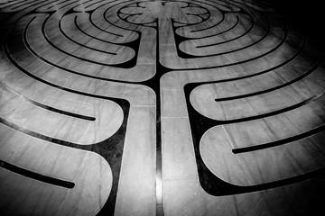 Labyrinthe abstrait au sol