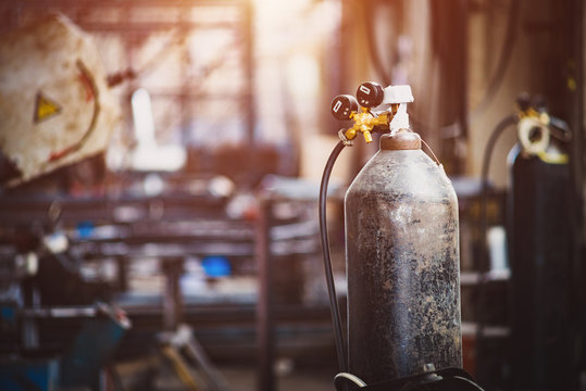 Iron gas cylinder for welding products