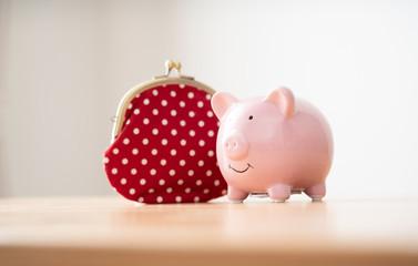 Obraz 豚の貯金箱と財布 - fototapety do salonu