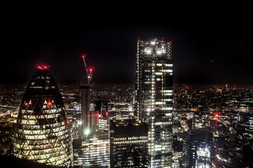 Vue de la City à Londres à travers un gratte ciel