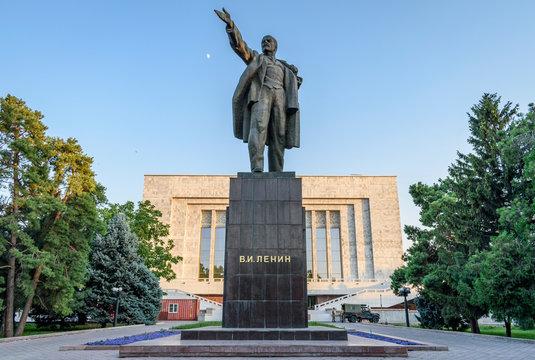Lenin statue against sky
