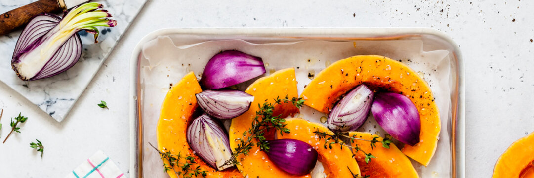 Squash Slices with Red Onions to Roast