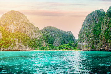 The beautiful Maya bay on Phi Phi Islands. The bay is closed for tourists, because they are planting corals. Fototapete