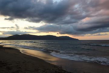 sonnenuntergang in georgioupolis auf kreta, griechenland