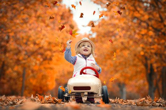 im Tretauto in den Herbst