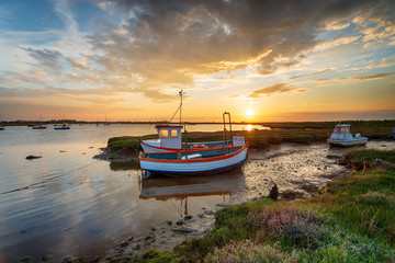 Wall Mural - Beautiful sunset over fishing boats on the River Alde