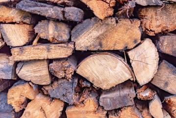 Poster de jardin Texture de bois de chauffage wet wood in the woodpile