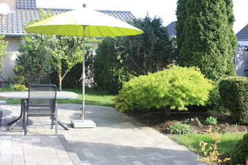 Obraz Gartenterrasse im Sommer - fototapety do salonu