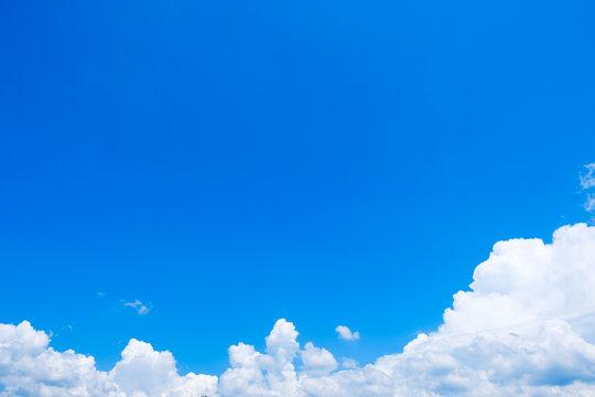 【写真素材】 青空 空 雲 真夏の空 背景 背景素材 7月 コピースペース