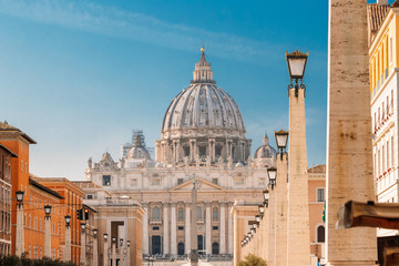 Rome, Italy. St. Peter's Square With Papal Basilica Of St. Peter In The Vatican Fototapete
