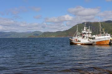 Fischkutter im FDjord von Rognan in Norwegen