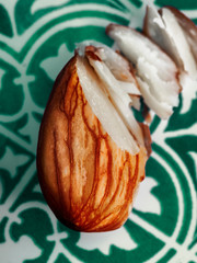 Thinly sliced almond