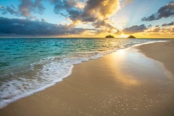 Fototapete - Beautiful Sunrise at Lanikai Beach in Kailua