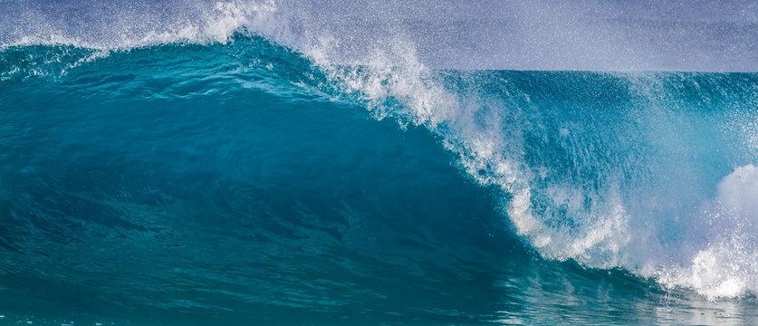 Breaking Ocean wave wide angle