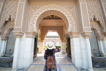 In de dag Marokko Tourist is sightseeing at Morocco Pavilion in Putrajaya district in Malaysia.