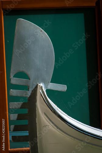 Ferro Di Gondola.Il Ferro Di Prua Di Una Gondola A Venezia Stock Photo And