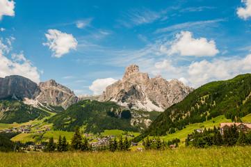 Dolomiten, Corvara, Dorf, Sellagruppe, Sellastock, Val Gardena, Grödnerjoch, Berge, Wanderweg, Bergbahnen, Südtirol, Sommer, Italien