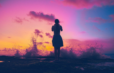 girl silhouette on sunset background Fototapete
