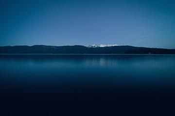 Wall Mural - Blaue Stunde am See