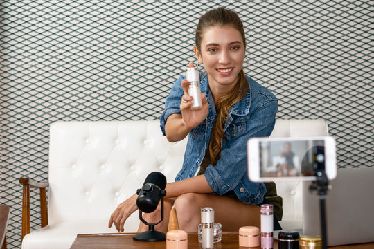 makeup artist youtuber demonstrating her cosmetic product live online
