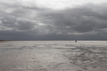Empty Beach, Looming storm