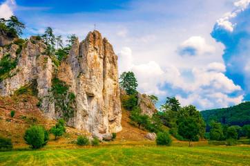 Burgfels bei Dollnstein im Altmühltal, Bayern