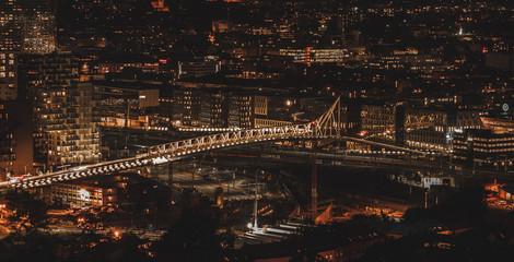 Nocny widok na Oslo stolicę Norwegii