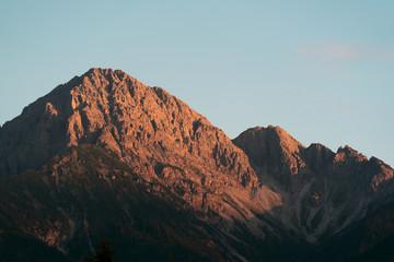Wall Mural - Berg im Sonnenuntergang