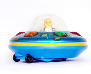 In de dag UFO vintage ufo toy isolated