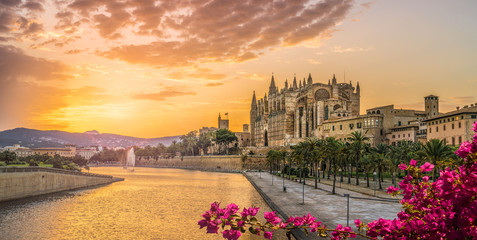 Landscape with Cathedral La Seu at sunset time in Palma de Mallorca islands, Spain Fototapete