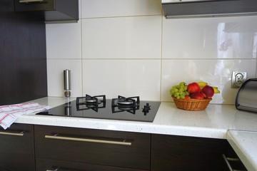 Fototapeta Jasny kuchenny blat z płytą obraz