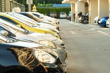 Papiers peints Vintage voitures Silver car parking in line.