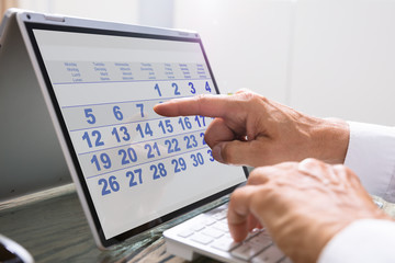 Fototapete - Businessman Using Calendar On Laptop